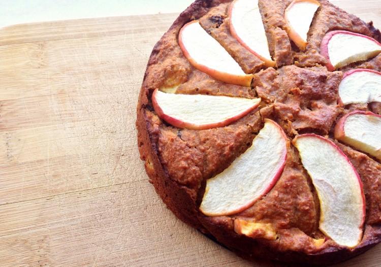 Gezonde eiwitrijke wortel-appeltaart