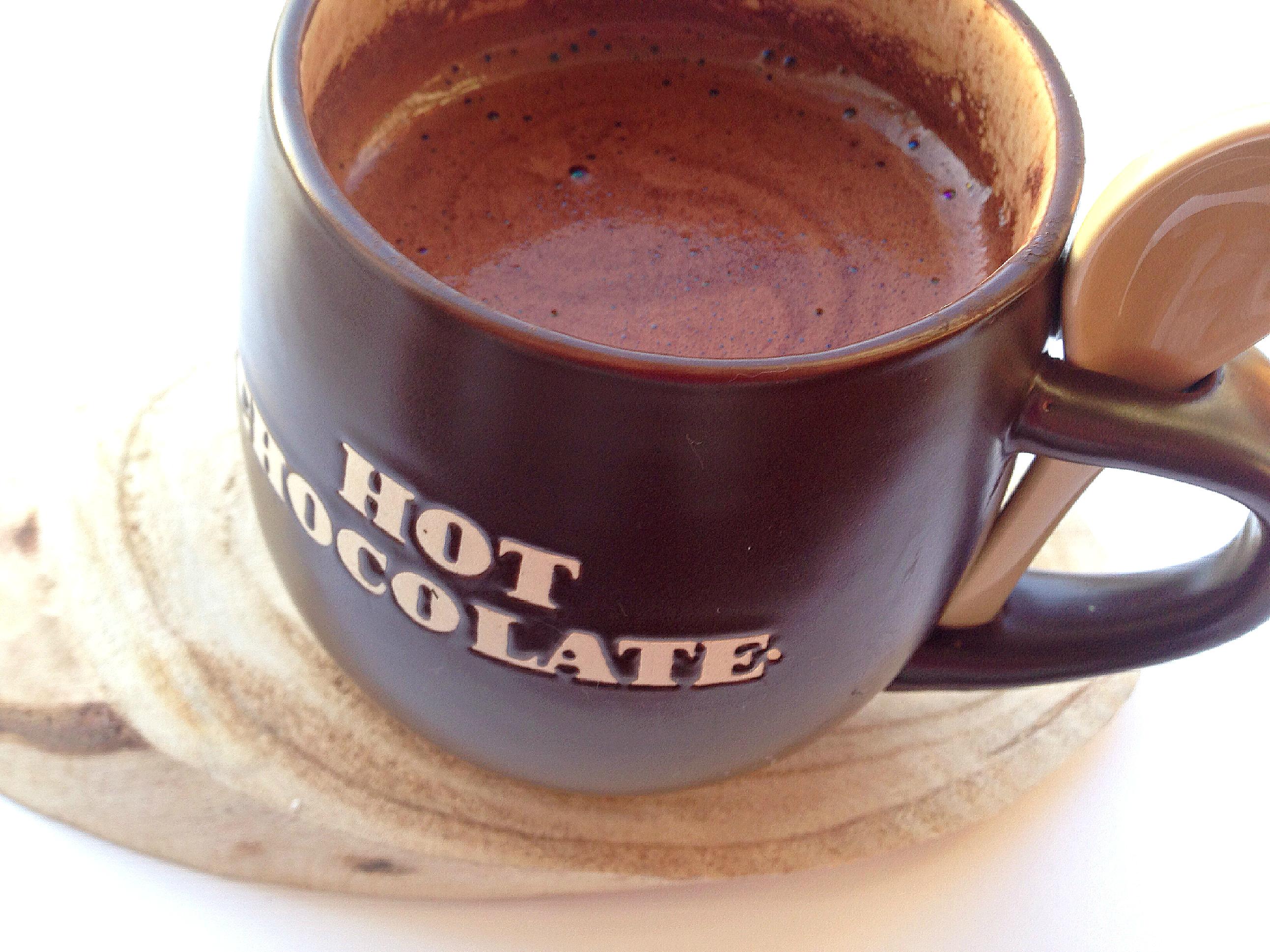 Gezonde extra romige warme chocolademelk