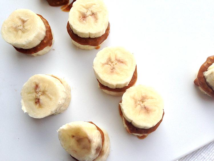 gevulde chocolade met banaan en pindakaas