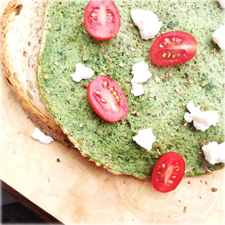 Groene spinazie omelet met geitenkaas